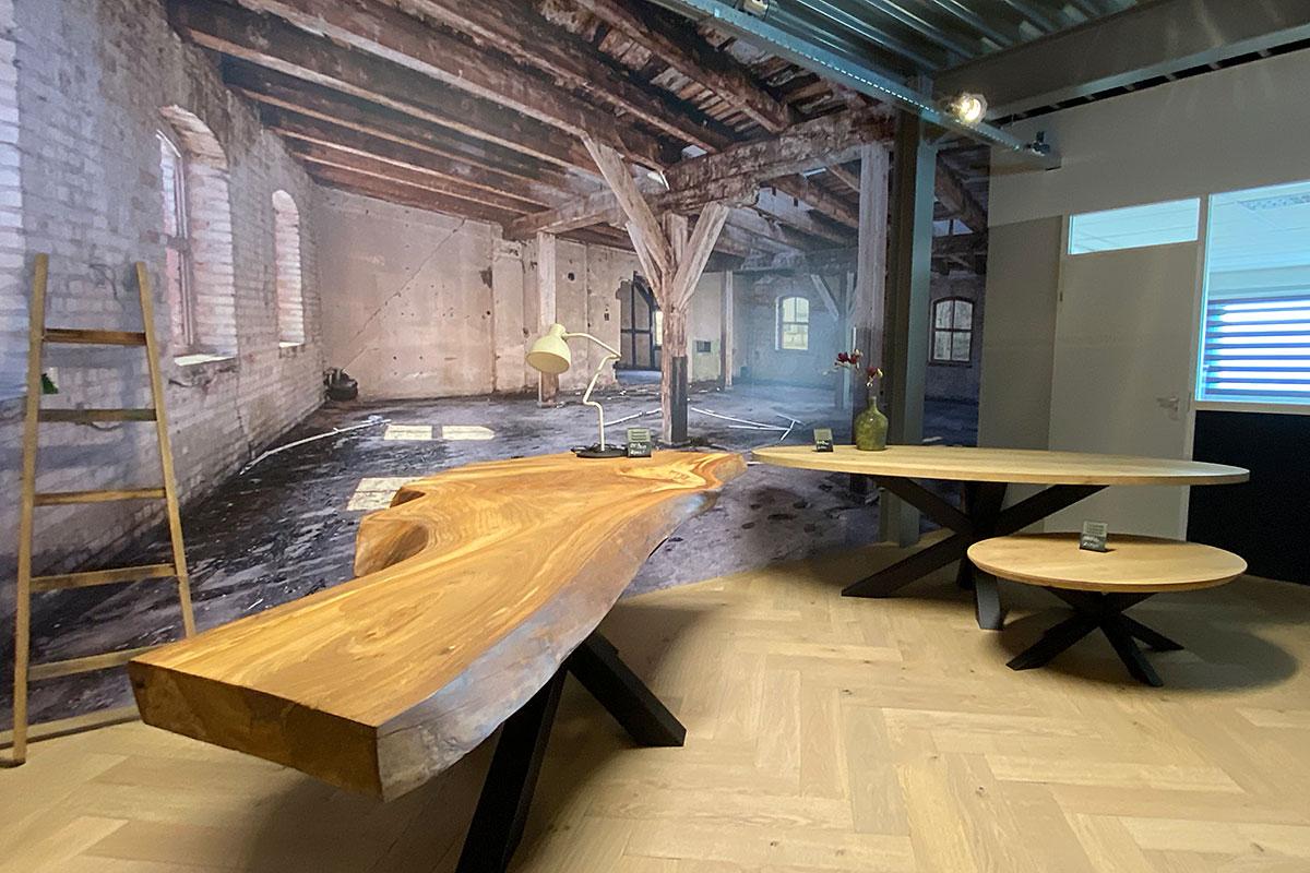 hoek met massief eiken tafelbladen